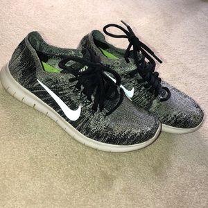 Nike Flyknit Sneakers Size 6